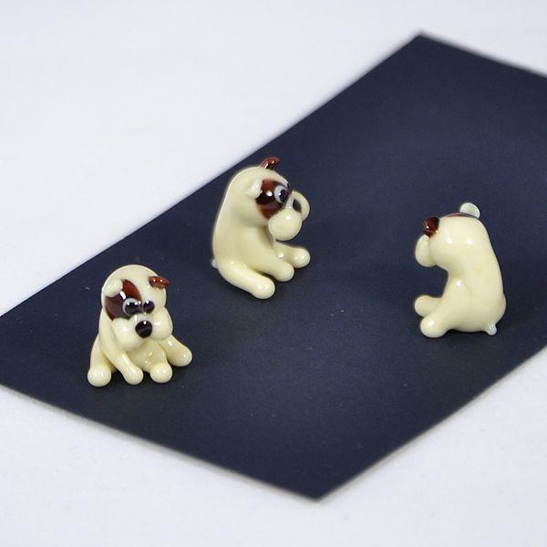 Bulldog kölyök - miniatűr üvegfigura