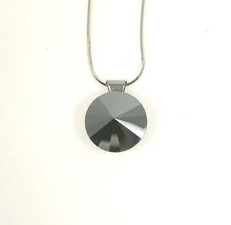 """Meteorit"" medál - hematit színű, 14 mm (Swarovski kristállyal)"