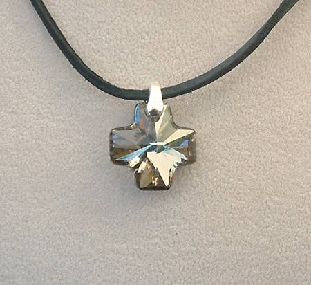 """Máltai"" medál - crystal metalic silver (Swarovski kristállyal)"
