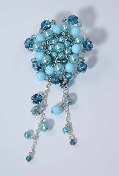 Kokárda bross üveggyöngyből - kék