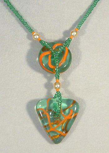 Extravagáns nyaklánc lámpaüveg elemekből