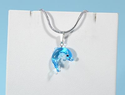 Miniatűr delfin üvegmedál