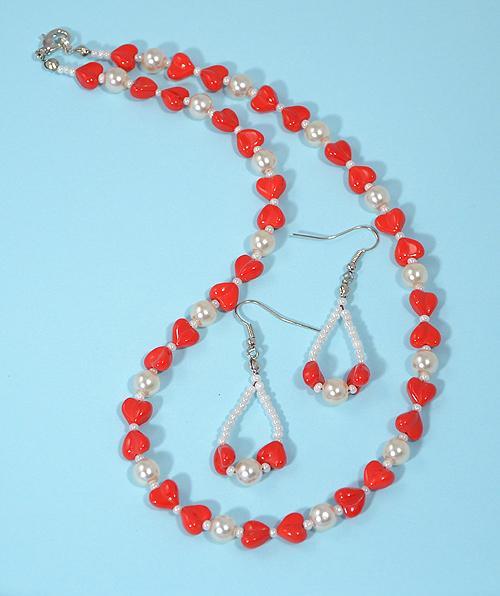 Piroska ékszerszett szívecske alakú gyöngyökkel