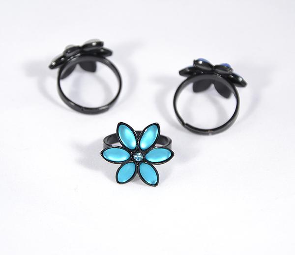 Gyűrű matt, kék kristályokkal