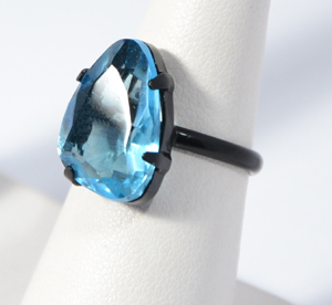 Gyűrű kavicsszerű kristályból
