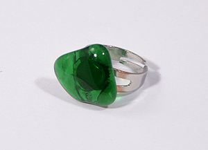 Gyűrű egyedi üvegelemmel