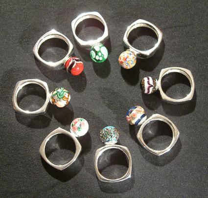 Gyűrűk lámpaüveg gyöngyökkel