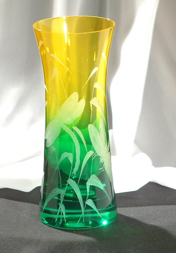 Kristály váza szitakötő motívummal