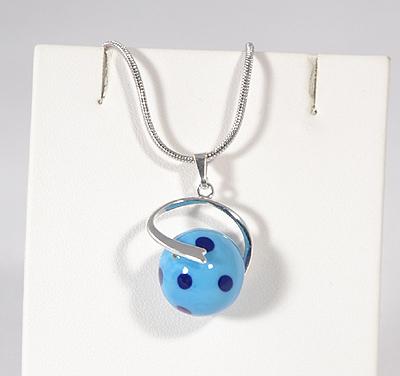 Pöttyös egyedi üvegmedál - kék