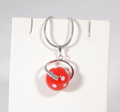 Pöttyös egyedi üvegmedál - piros