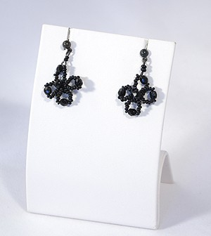 fekete virág fülbevaló - 1875 Ft