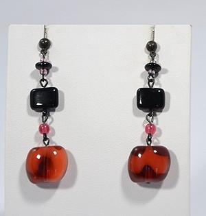 Vörös és fekete fülbevaló - 1250 Ft