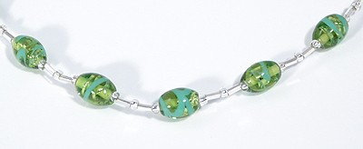 Ezüst cukorka nyaklánc, zöld - 3500 Ft