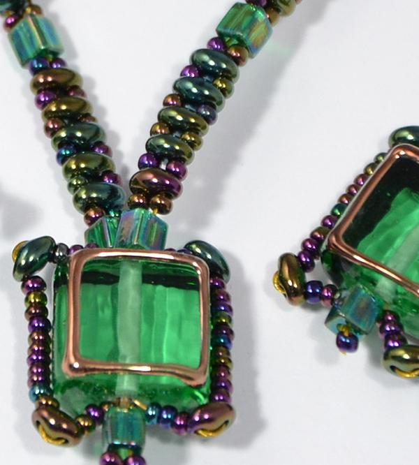 Egyedi üveggyöngy zöld színű