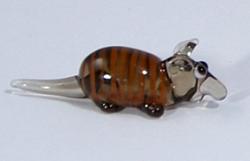 Tatu miniatűr állatfigura az Üvegpalotában