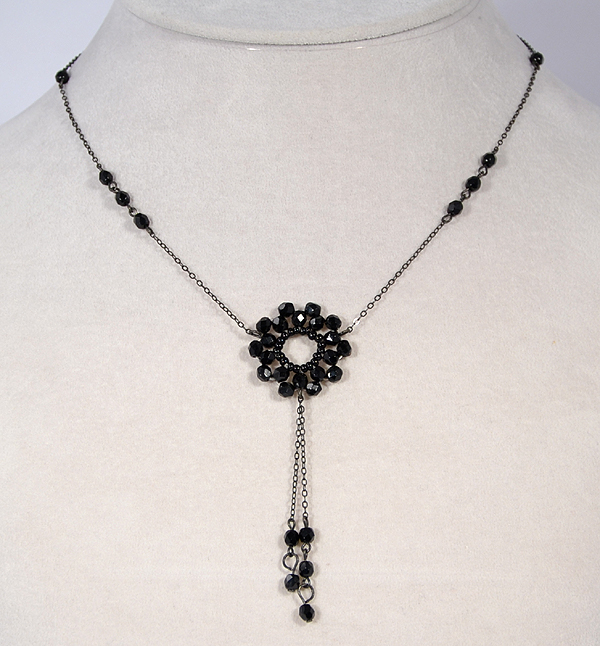 Fekete virág nyaklánc