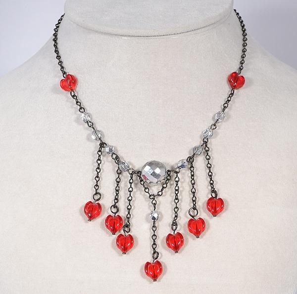 Kreatív, érdekes nyaklánc szív alakúgyöngyökkel