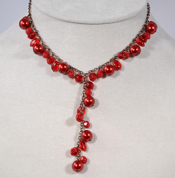 Szertelen nyaklánc piros üveggyöngyökből