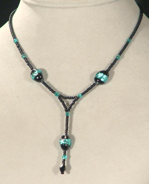 Szentjánosbogár nyaklánc egyedi üveggyönggyel