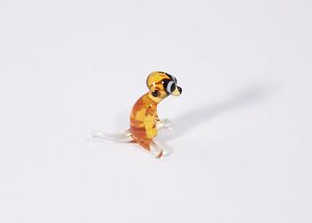 Szurikáta - miniatűr üvegfigura, ülő