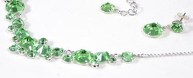 Alkalmi ékszergarnitúra zöld kristályokkal