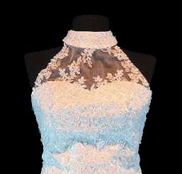 Példa nyakban záródó ruhára