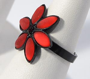 Gyűrű matt, vörös kristályokkal