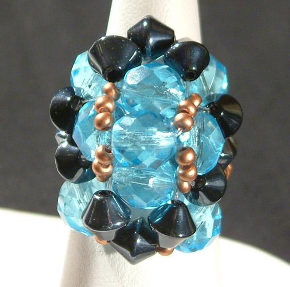 Gyűrű üveggyöngyökből 3.