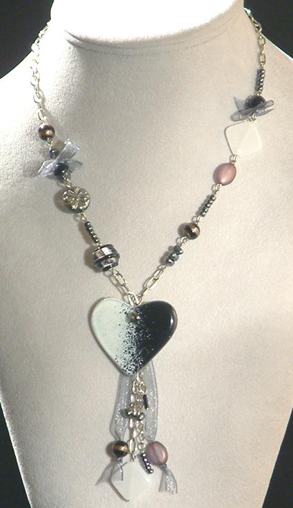 Romantika nyaklánc - egyedi üveggyöngyökból
