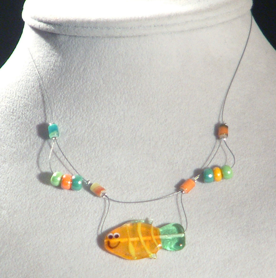 Ficánka nyaklánc egyedi üveg figurával