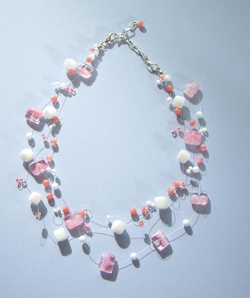 Szertelen nyakláncrózsaszín üvegyöngyökkel