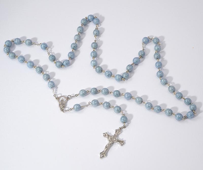 Rózsafüzér márványos kék gyöngyökkel - 2750 Ft