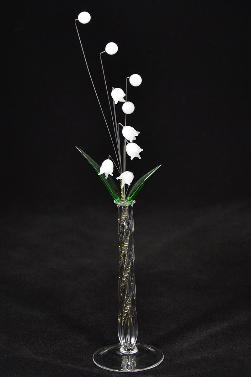 Gyöngyvirág csokor - nagy üvegvirág vázában